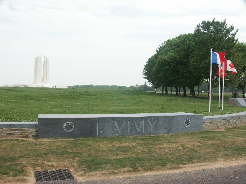Photo of Vimy Memorial courtesy of Steve Olive